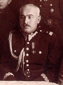 Lieutenant General Walerian Czuma. After the outbreak of the Polish Defensive War of 1939 he declined to leave Warsaw together with the government and the civilian authorities. On September 3 Marshal of Poland Edward Śmigły-Rydz ordered the creation of an improvised Command of the Defence of Warsaw (Dowództwo Obrony Warszawy) and Czuma became its commander. He commanded all the units fighting in the Siege of Warsaw, for which he was awarded the Virtuti Militari medal.