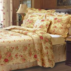 Add romance to your bedroom with chic shabby floral quilt set. Features antique cabbage roses for a cottage style decor. Reversibe to a rose floral stripe. Shabby Chic Bedrooms, Bedroom Vintage, Shabby Chic Homes, Shabby Chic Furniture, Shabby Chic Decor, Shabby Chic Quilts, Romantic Bedrooms, Cottage Chic, Shabby Cottage