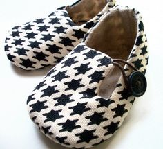 BOY shoes baby booties black houndstooth The por ivoryandmoss Cute Baby Shoes, Baby Boy Shoes, Baby Booties, Girls Shoes, Crib Shoes, Baby Boys, My Baby Girl, Little Babies, Cute Babies