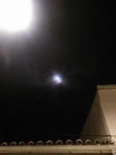La luna esta noche será espectacular si las nubes nos la dejan ver, de momento os dejo la luna crivillenense de ayer de Julico