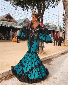 Buscamos los mejores looks de la Feria de Sevilla 2018 B Fashion, Fashion Photo, Fashion Dresses, Kitenge, Cheongsam, Lehenga, Mexico Fashion, Fiesta Outfit, Naeem Khan