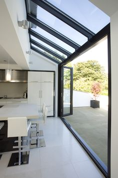 Love open to outside. Glass roof and walls with glazing bars running through in line. Huddersfield Kitchen Extension by Architecture in Glass by AproposUK, Style At Home, Glass Extension, Rear Extension, Bifold Doors Extension, Extension Office, Side Return Extension, House Extensions, Kitchen Extensions, Home Fashion