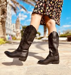 Stivali Texani Laserati Primaverili in Pelle Neri Made in Italy - KikkiLine Black Boots, Cowboy Boots, Toe, Fashion, Moda, Fashion Styles, Western Boot, Fashion Illustrations, Western Boots
