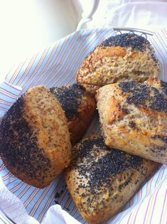 vanløsekøkken: Koldhævede morgenboller med birkes Bread Recipes, Vegan Recipes, Good Food, Yummy Food, Food Crush, Bread Bun, Cafe Food, Healthy Baking, Bread Baking