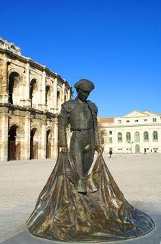 Nimeño II, matador, a connu un grave accident dans les Arènes nîmoises, touché aux cervicales. Après de longs mois de convalescence, il se suicida. C'est une légende pour tous les nîmois Pont Du Gard, Grave, Buddha, Tourism, Italy, Homes