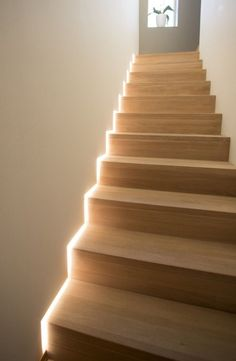 5 examples of how to use LED strips Staircase Lighting Ideas, Stairway Lighting, Strip Lighting, Accent Lighting, Interior Lighting, Home Lighting, Lighting Design, Home Stairs Design, Interior Stairs