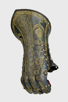 Armour garniture of Henry, future Prince of Wales, for the field, tourney, tilt and barriers: Tourney gauntlet