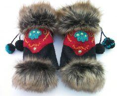 Mitaines brodées - ethniques/russes - noir et rouge - laine bouillie - avec pouce : Mitaines, gants par anjes Sweater Mittens, Wrist Warmers, Fur Fashion, Leather Working, Collars, Beading, Creations, Winter Hats, Gloves