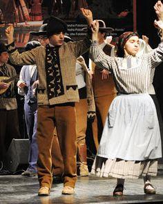 Trajes de Portugal: CAMISOLA DO PASTOR DA SERRA DA ESTRELA Portugal, Hipster, Costumes, Europe, Style, Fashion, Traditional Clothes, Nightgown, Fiestas