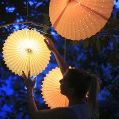 Tenk å ha disse hengende fra trærne i hagen? 😍🌿Vi sier ja takk til mange! . .. .. #lampegigantenno #hagedesign #belysning #interiør #instahome Verbena, Led Lampe, Decoration, Rose, Pink, Instagram, Table Lamp, Lighting, Inspiration