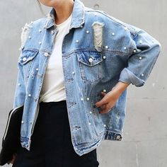 Pearls Beading Ripped Denim Jacket Women Single Breasted Vintage Autumn Jean Jackets and Coats Large Size Casual Jaqueta Jeans Denim Look, Jeans Denim, Jeans Rock, Ripped Denim, Distressed Denim, Washed Denim, Boyfriend Jean Jacket, Boyfriend Jeans, Boyfriend Style