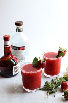 Skinny Strawberry Mint Margarita | Dietitian Debbie Dishes
