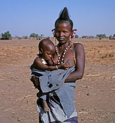 Pulaaku, the Fulani way: Pulaaku is taught by the parents to the children and by the clan leaders. Burkina Faso Fulbe woman.