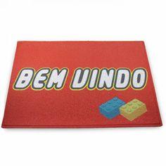 CAPACHO BEM VINDO LEGO - Um capacho divertido inspirado no famoso brinquedo LEGO vai dar as boas vindas de forma divertida.