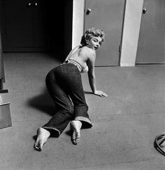 In 1952, LIFE Magazine assigned photographer Philippe Halsman to shoot Marilyn Monroe in her tiny Hollywood studio apartment (via)