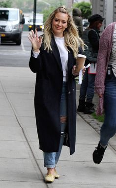 Hilary Duff from The Big Picture: Today's Hot Photos The actress is seen getting her caffeine fix before arriving to the Younger set in New York. Olivia Palermo, Hilary Duff Style, Fall Outfits, Casual Outfits, The Duff, New York, Autumn Winter Fashion, Plus Size Fashion, Celebrity Style