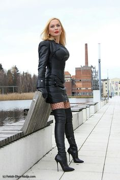 Crazy Outfits, Sexy Outfits, Cute Outfits, Sexy Boots, Black Boots, Celebrity Boots, Hot Goth Girls, Mini Skirt Dress, Leder Outfits