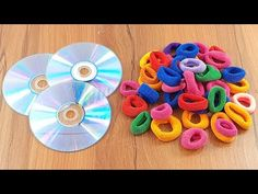 Waste cd disc reuse idea with Hair rubber bands Rubber Band Crafts, Hair Rubber Bands, Cd Decor, Diy Decoration, Diy Room Decor Videos, Cd Diy, Stained Glass Birds, Homemade Home Decor, Plastic Bottle Crafts