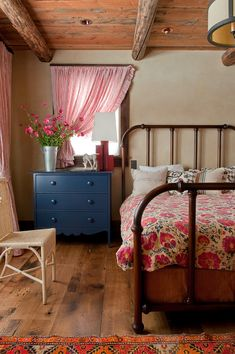 Ideas for Decorating with Painted Furniture 10 Ideas for Decorating with Painted Furniture - Town amp; Country Ideas for Decorating with Painted Furniture - Town amp; Farmhouse Master Bedroom, Wood Bedroom, Bedroom Furniture, Bedroom Decor, Bedroom Ideas, Bedroom Rustic, Wood Headboard, Gypsy Bedroom, Bedroom Curtains