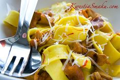 Pappardelle with mushrooms in a saffron sauce Pasta Dishes, Stuffed Mushrooms, Favorite Recipes, Tableware, Food, Mushroom, Stuff Mushrooms, Dinnerware, Tablewares