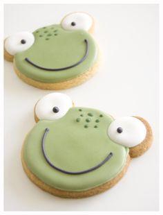 Gallets decoradas sapos Frog Cookies, Iced Sugar Cookies, Cupcake Cookies, Torta Baby Shower, Cookie Icing, Royal Icing Cookies, Frog Food, Healthy Birthday, Cute Desserts