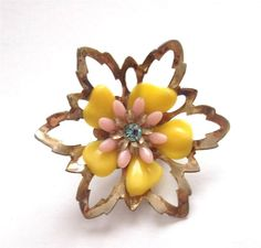 VINTAGE 50's PINK & YELLOW CELLULOID DAISY BLUE CRYSTAL FLOWER BROOCH