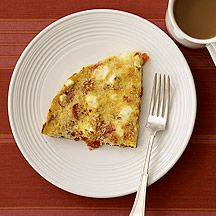 Tomato and Feta Frittata: use FF feta, instead of panko breadcrumbs use toasted crumbled light bread; spray top of frittata just before broiling with nonstick cooking spray Petit Déjeuner Weight Watcher, Plats Weight Watchers, Weight Watchers Breakfast, Weight Watchers Meals, Ww Recipes, Brunch Recipes, Breakfast Recipes, Healthy Recipes, Skinny Recipes
