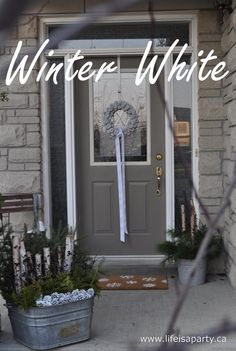 « White Christmas Wreath, Doormat and Outdoor Planter Arrangements | #12daysofchristmas