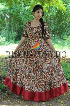 Hand painted dresses Long Gown Dress, Frock Dress, Kaftan Designs, Blouse Designs, Long Gown Design, Kalamkari Dresses, Frocks And Gowns, Frock Patterns, Frock For Women