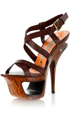 looks like its made out of some type of bark off some tree Dream Shoes, Crazy Shoes, Me Too Shoes, Hot Shoes, Shoes Heels, Pumps, Look Fashion, Fashion Shoes, Heeled Boots