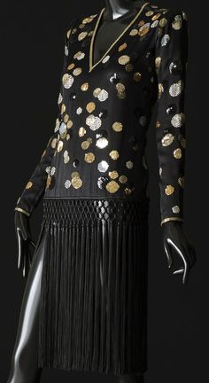 Yves Saint Laurent - Zizi Jeanmaire - Hollywood Paradise - Opéra de Marseille - 1984 - Robe Mini Frangée - Noir, Perles et Sequins 80s Fashion, Fashion History, High Fashion, Vintage Fashion, Fashion Trends, Womens Fashion, Yves Saint Laurent Paris, St Laurent, Christian Dior