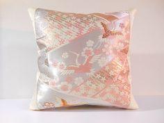 私の Etsy ショップからのお気に入り https://www.etsy.com/jp/listing/286971987/japanese-silk-kimono-obi-pillow-308