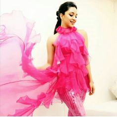 Indian Actress Pics, Indian Actresses, Kaira Advani, Bollywood Stars, Summer Wear, Bollywood Actress, Paint Booth, Beautiful Women, Glamour