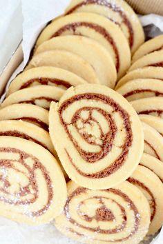 Cinnamon rolls Cinnamon Rolls, Tea Party, Food And Drink, Cookies, Breakfast, Recipes, Cooking, Crack Crackers, Morning Coffee