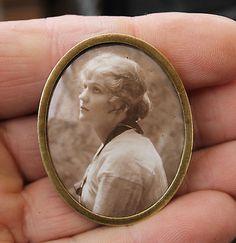ANTIQUE OVAL MINIATURE ENAMEL PORTRAIT LADY PHOTOGRAPH WOMAN
