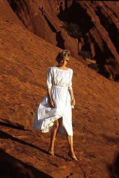 princess diana desert......MOST INTERESTING PICTURE.......STRANGE -- BEING DRESSED UP LIKE THIS ON A DESERT..........ccp