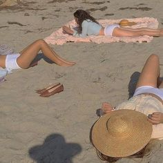 Image uploaded by thevanishingocean. Find images and videos about summer, aesthetic and beach on We Heart It - the app to get lost in what you love. Summer Dream, Summer Of Love, Casual Summer, Summer Beach, Summer Sun, Summer Feeling, Summer Vibes, Breakfast At Tiffany's, Retro Vintage