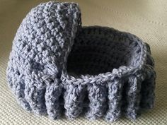 Ravelry: Project Gallery for Crochet Doll Cradle Purse pattern by bobwilson123 - made by Llovizna