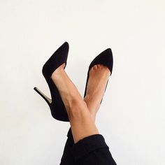 Looove these classic pumps! Love the shape, color, height.