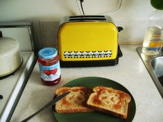 if i had this, i'd probably have toast everyday!!!:D