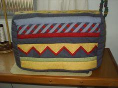 Capa de máquina de costura com barrados em Seminole - by Monica Hering