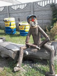 """33 Gorgeous Garden Scarecrow Ideas - Why not take some basic household items or even """"trash"""" and turn them into one-of-a-kind, beautiful garden art? Garden art, like all art, is often in . Garden Crafts, Garden Projects, Garden Ideas, Yard Art Crafts, Log Projects, Garden Boxes, Decor Crafts, Diy Crafts, Wood Log Crafts"""
