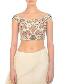 blouse designs latest 16 Super Chic Off-Shoulder Blouse Designs For Sarees! Keep Me Stylish off shoulder blouse designs Saree Jacket Designs Latest, Latest Saree Blouse, Silk Saree Blouse Designs, Blouse Back Neck Designs, Fancy Blouse Designs, Indian Blouse Designs, Off Shoulder Bluse, Off Shoulder Saree Blouse, Sleeveless Saree Blouse