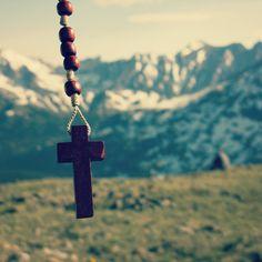 7 Hidden Secrets of the Rosary You Might Not Know – EpicPew Rosary Catholic, Catholic Art, Book Called The Secret, Secret Of The Rosary, St Louis De Montfort, Spiritual Inspiration, Jesus Christ, Prayers, Spirituality