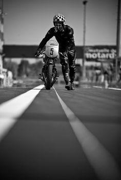 Ton-Up culture un blog dedicado a las motos clásicas, cafe racer, música y cine. Ton up culture is a thematic blog, of classic motorcycles, cafe racer, vintage stuff, music and cinema Ton-Up Culture: Foto
