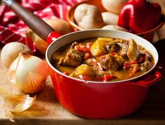 Try this great Beef and Red Pepper Sishebo recipe from Your Perfect Sishebo's recipes archives. Make Your Perfect Sishebo today! Best Beef Recipes, Cooking Recipes, South African Recipes, Ethnic Recipes, Goulash, Gumbo, Red Peppers, Pot Roast, Stew