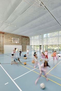 Sports Hall in Berlin ludloff + ludloff Architekten Secondary School, Primary School, Elementary Schools, School Sports, I School, Home Basketball Court, Athletic Center, Gym Interior, Youth Center