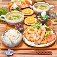 帰って10分で作れます♡金欠ピンチを助ける「節約ボリュームおかず」 - LOCARI(ロカリ) Good Food, Yummy Food, Star Food, Food Menu, Japanese Food, Fresh Rolls, Cobb Salad, Sushi, Homemade