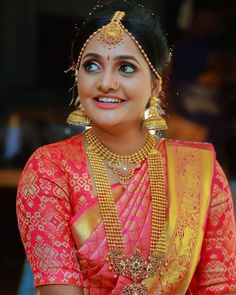 Gold necklaces have always been a go-to option for most brides. If you too are on the lookout for a gorgeous bridal gold necklace for your wedding jewellery, check out these latest gold necklace designs we spotted on real brides and celebs! South Indian Bride, Indian Bridal, Bridal Looks, Bridal Style, Wedding Sari, Wedding Bride, Wedding Blog, Tamil Wedding, Long Pearl Necklaces
