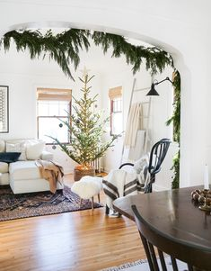 Breathtaking 42 Amazing Christmas Tree Decor Ideas To Perfect Your Living Room christmastreeinbasket Christmas Tree Guide, Christmas Tree In Basket, How To Make Christmas Tree, Noel Christmas, All Things Christmas, Christmas Tree Decorations, White Christmas, Fraser Fir Christmas Tree, Christmas Cactus